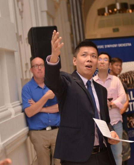 SSG CEO Chng Hak-Peng pointed out the restored sculptures to reception guests