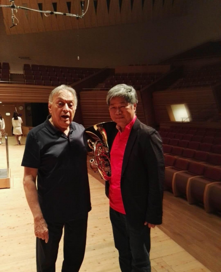 With conductor Zubin Mehta, in a Tchaikovsky's Fourth Symphony performance in Shanghai.