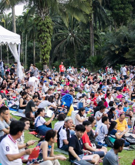 The crowd at the free open-air SSO concert for Mother's Day, in May 2018 at the Botanic Gardens. (Photo Credit: Chrisppics+)