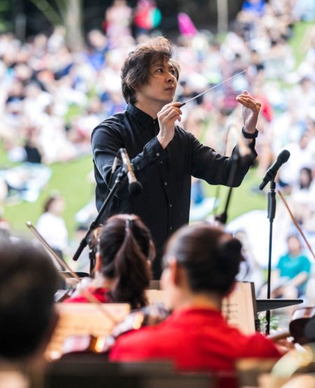 SSO Associate Conductor Joshua Tan at the SSO Mother's Day Concert in May 2018, at the Botanic Gardens. (Photo Credit: Chrisppics+)