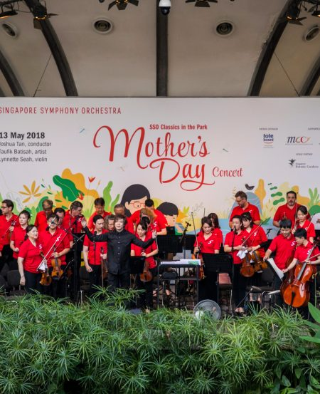 The SSO led by Associate Conductor Joshua Tan, taking a bow (SSO Mother's Day Concert, May 2018, Botanic Gardens). (Photo Credit: Chrisppics+)