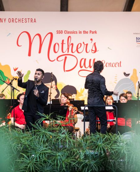 Guest artiste Taufik Batisah at the SSO Mother's Day Concert in May 2018, Botanic Gardens. (Photo Credit: Chrisppics+)
