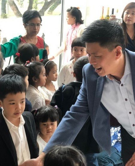 Singapore Symphony Group CEO Chng Hak-Peng meet little concertgoers after the performance