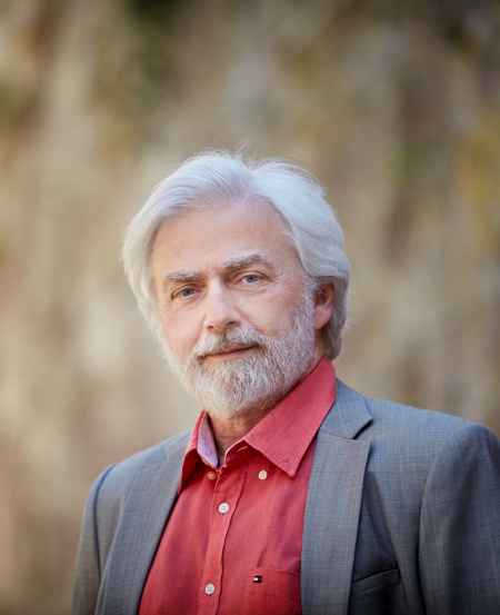 One of the greatest living pianists today, Polish legend Krystian Zimerman will lead the SSO in Beethoven's five towering masterpieces in the history of the piano concerto.