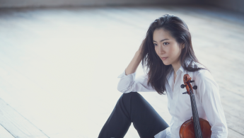 Akiko Suwanai Plays Mozart
