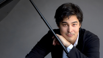 Christopher Park Plays Mozart