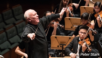 Peter Stark conducting the Singapore National Youth Orchestra (SNYO)