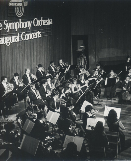 Lynnette joined the Singapore Symphony Orchestra in 1978, and she made her debut as Acting Concertmaster and Assistant Leader at the inaugural SSO concert in January 1979.