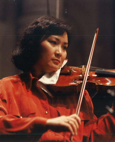 Lynnette at a NTUC TV rehearsal in 1993. An integral part of the SSO's evolution, Lynnette has performed in over a thousand concerts.