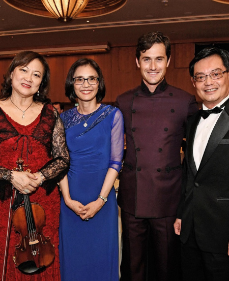 Lynnette with [L-R] Mr Goh Yew Lin, Mrs Heng, Mr Charlie Siem and DPM Heng Swee Keat at the SSO Benefit Dinner 2019.