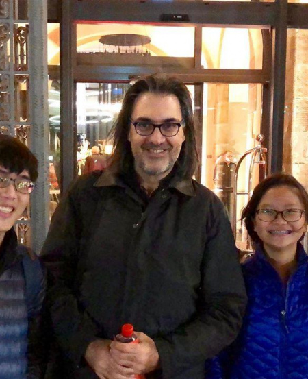 SNYO members got a pleasant surprise when they spotted violinist Leonidas Kavakos on the streets of Leipzig. Naturally, they asked for a photo!