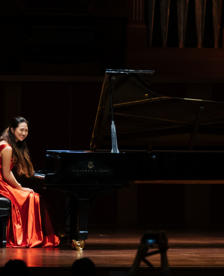 Zheng Mingen performed a representation of hope in the form of Brahms' Intermezzo in A minor, Intermezzo in A major and Romanze in F major from Six Pieces for Piano, Op. 118.